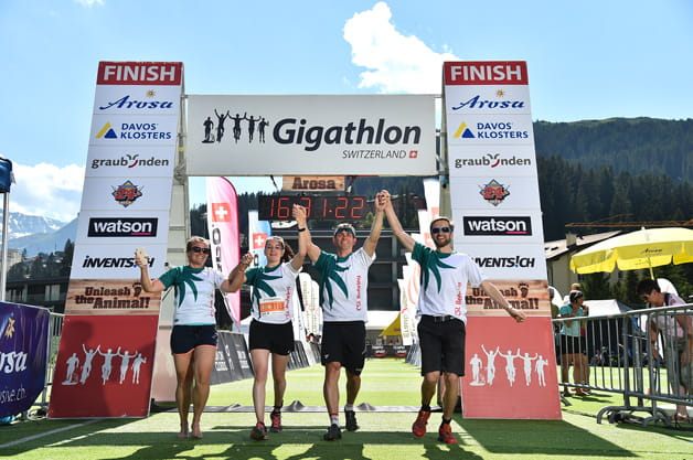 Anna Meier, Janine Kuratli, Adrian Locher and Ueli Niederhauser cross the finish line of the Arosa Gigathlon.