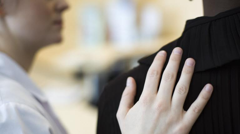 How patients find support hand on shoulder