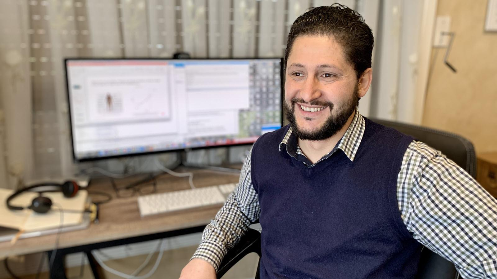 Monther Alhamdoosh, CSL Director, Head of Bioinformatics and AI at Global Research Data Science, at his desk